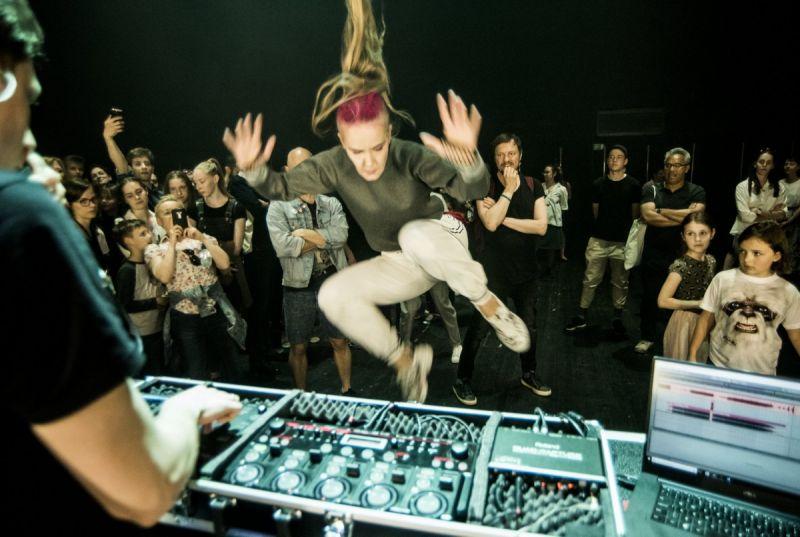 """Scena iš spektaklio """"Z+"""". Dmitrijaus Matvejevo nuotrauka"""